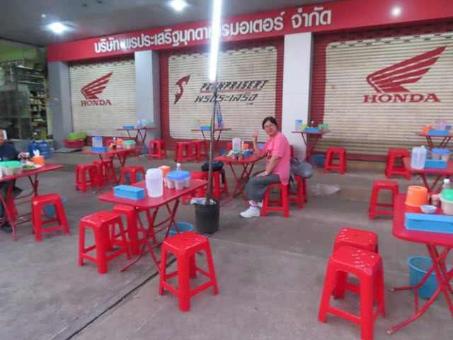 穆達漢 (Mukdahan) 街邊熟食攤檔