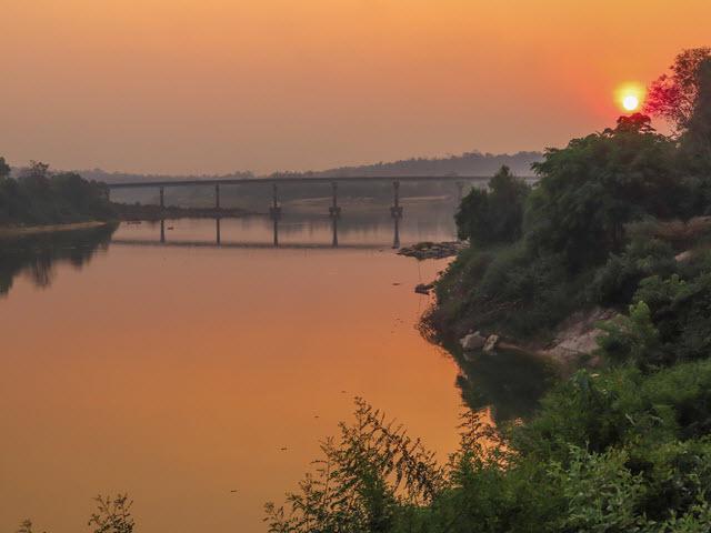 Kong Chiam 月河黃昏日落景色