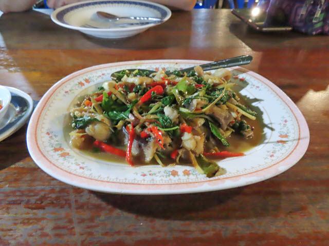 Khong Chiam 湄公河上 แพอาหารอารยา 船屋餐廳 炒鯰魚 Fried Catfish
