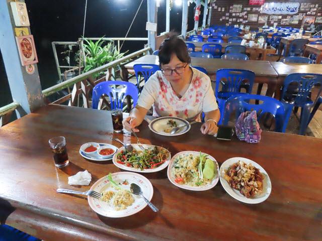 Khong Chiam 湄公河上 แพอาหารอารยา 船屋餐廳 晚餐