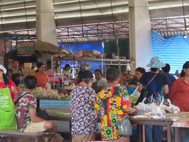 Khong Chiam ตลาดสดเทศบาลตำบลบ้านด่าน 朝早市場