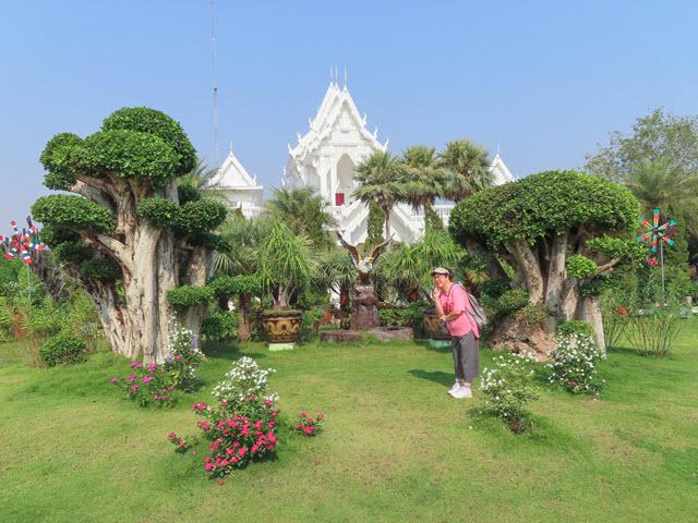 Khong Chiam Wat Tham Khuha Sawan 白廟