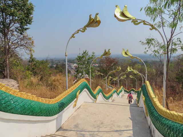 Wat Tham Heo Sin Cha 步行返 Khong Chiam 巴士站
