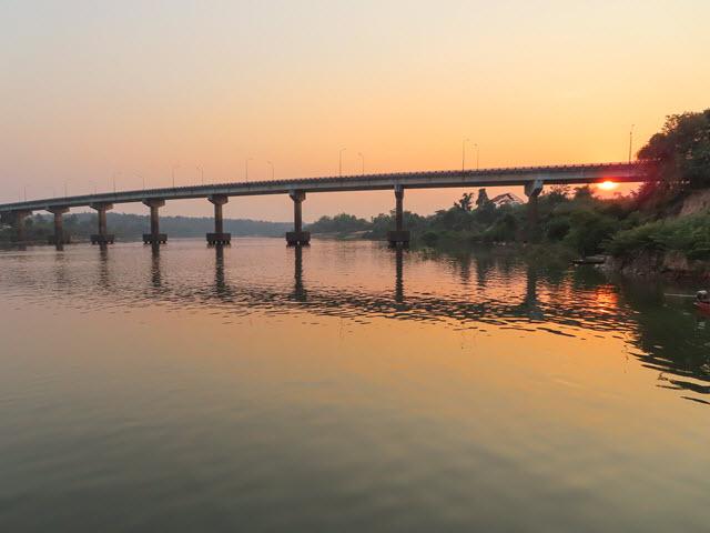 Khong Chiam 月河日落