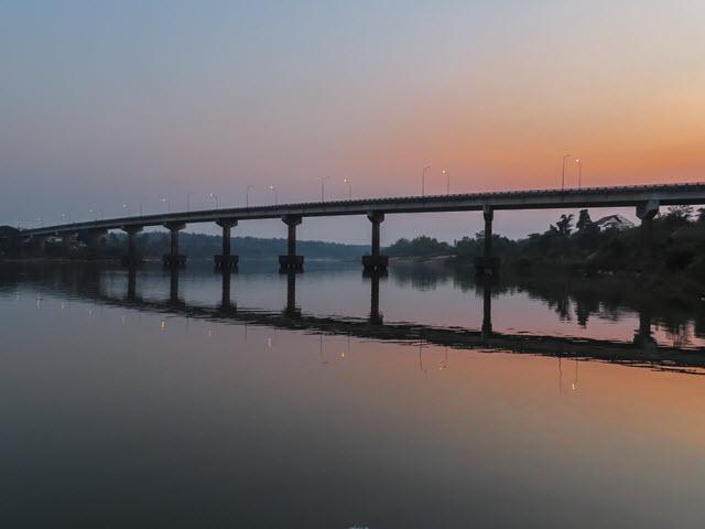 Khong Chiam 月河黃昏