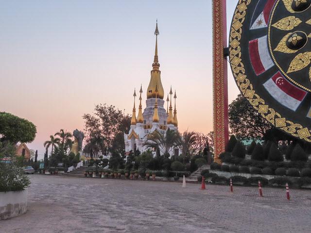 Khong Chiam Wat Tham Khuha Sawan 大清早景色