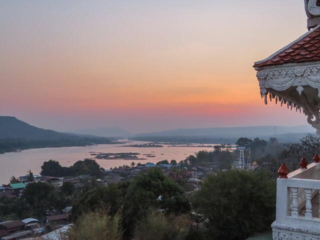 Khong Chiam Wat Tham Khuha Sawan 大清早日出