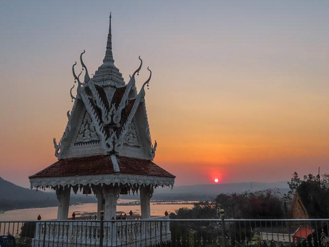 Khong Chiam Wat Tham Khuha Sawan 展望台欣賞日出
