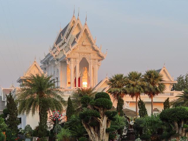 Khong Chiam Wat Tham Khuha Sawan 清晨景色