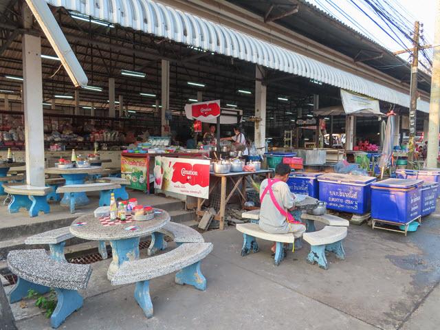 Khong Chiam ตลาดสดเทศบาลตำบลบ้านด่าน 市場