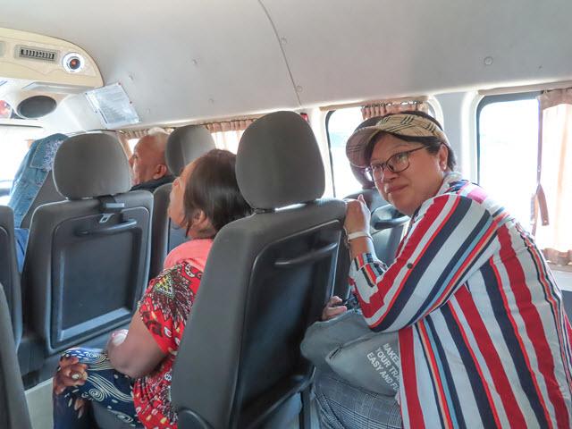 Khong Chiam 乘小型巴士往烏汶市