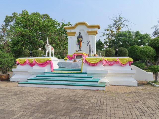 烏汶 Ubon Ratchathani Thung Si Muang Park 公園 Chao Kham Phong 雕像
