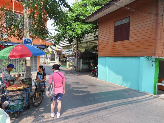 MRT Bang Pha 站 步行往 Klong Bang Luang 水上市場