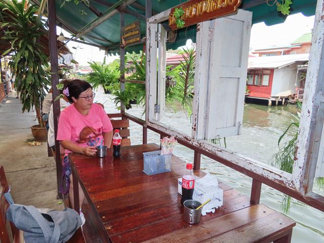 曼谷 Klong Bang Luang 水上市場 運河畔餐館