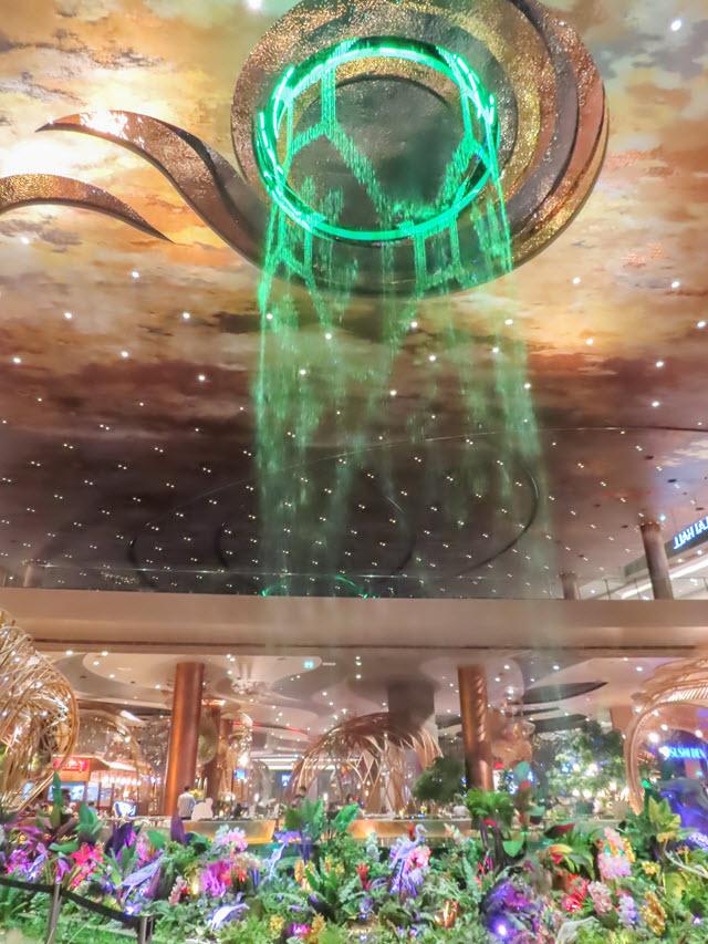 曼谷 ICONSIAM 百貨商場內水舞表演