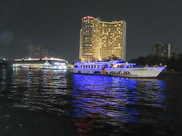 曼谷 昭披耶河夜色
