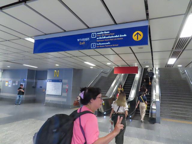 地鐵 MRT Phetchaburi Station